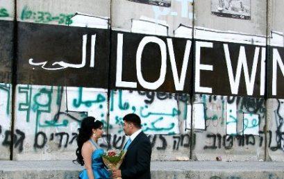 حب في ظل الجدار