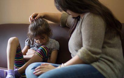 كيف تساعدين أطفالكِ في حل الصراع
