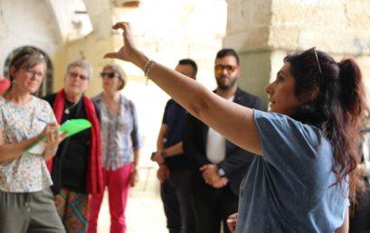 الأدلاء السياحيون: سفراء الثقافة والتاريخ